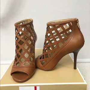 Michael Kors Yvonne heeled booties